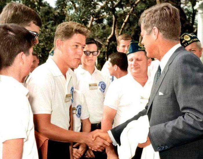 Молодой Билл Клинтон встретился с Джоном Кеннеди.