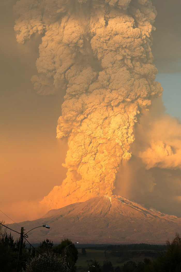 Чилийский вулкан Кальбуко начал выбрасывать пепел