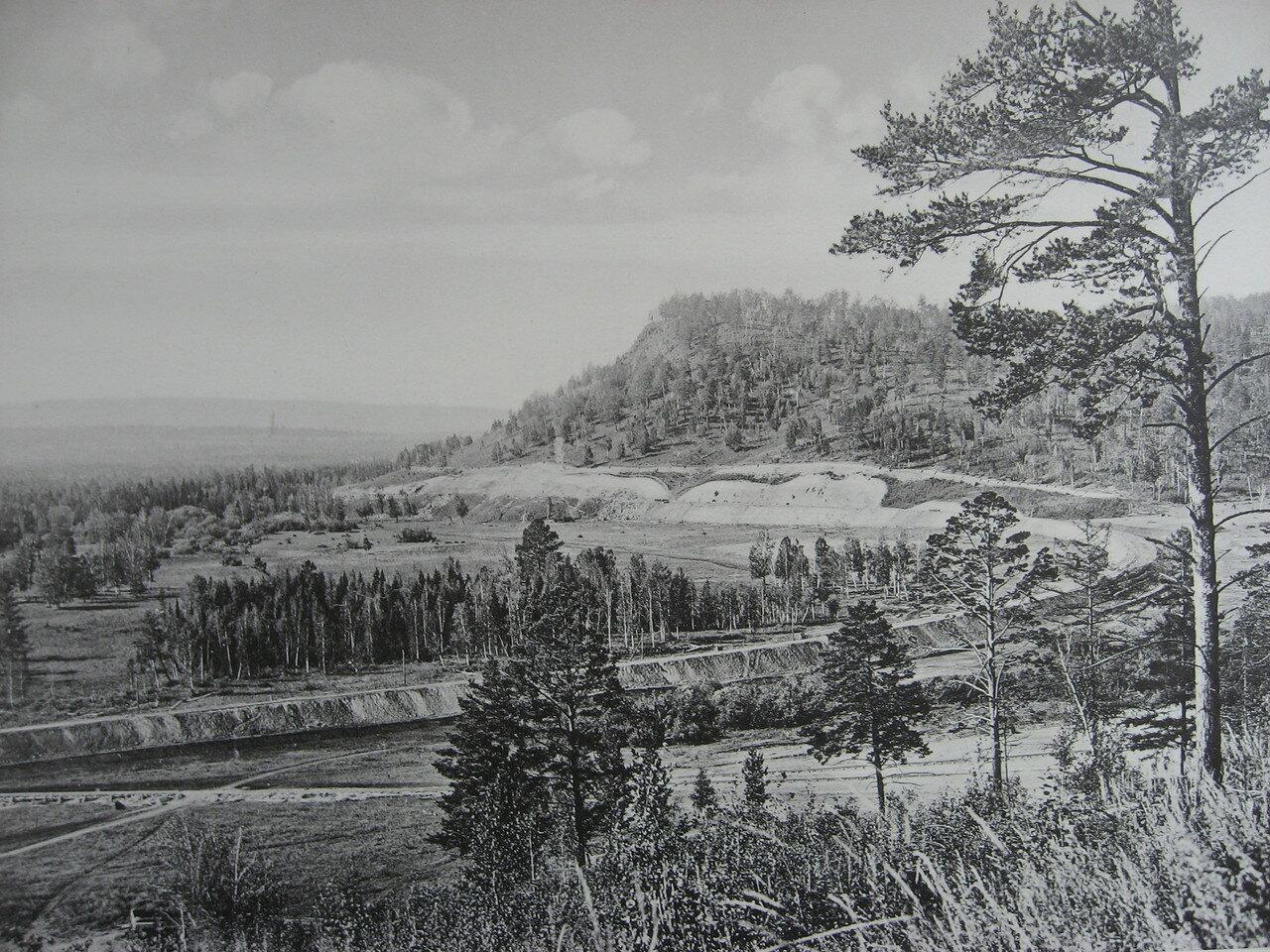 71. 2580 верста. Вид на косогор со стороны моста через р. Мару. Строительный период 1909