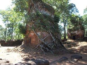 Храмовый комплекс Преа Вихиа (Preah Vihear) на пути к Сием Рипу. Но это еще не Ангкор!