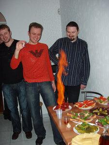 Илья жарит сосиски