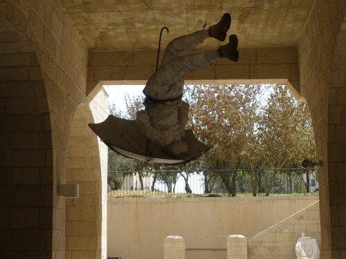 В Яффо. Это такой памятник ! Оригинально