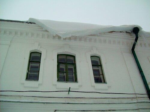 Снег на козырьке