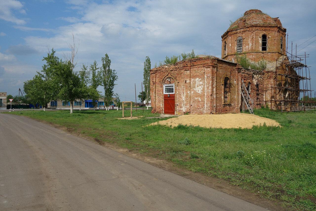 заросший храм в селе Большая Хвощеватка