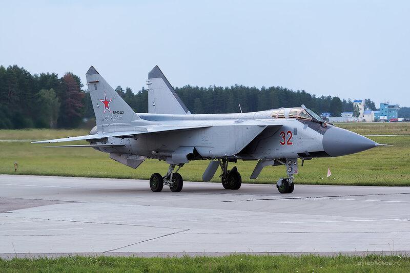 Микоян-Гуревич МиГ-31БМ (RF-92442 / 32 красный) D806790e