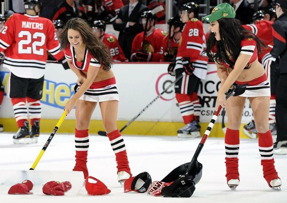 Hockey girls flashing