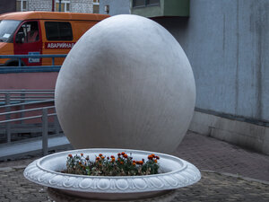 Monument to egg - оригинал