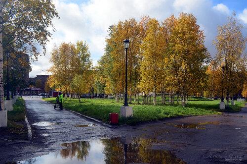 Фотография Инты №7238  Вид на площадь Комсомольскую от юго-восточного  угла Социалистической 3 16.09.2014_12:03