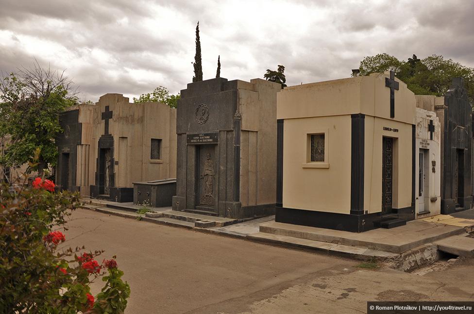 0 24037f b7c8c86c orig День 391 393. Главная площадь Мендосы, старое кладбище и мате