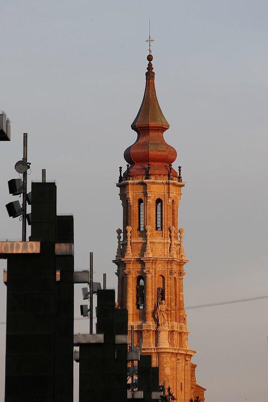 Сарагоса. Собор Девы Пилар. Башня