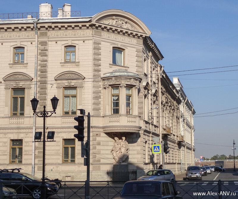 Каждый дом в центре города красив по своему...