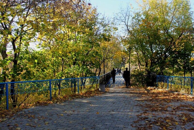 Вход на мостик влюбленных