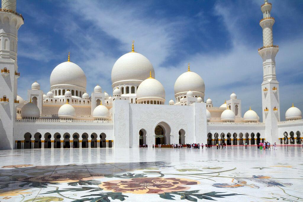 UAE  Abu Dhabi.  A mesquita branca.