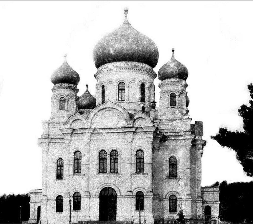 Соборный каменный храм в честь иконы Казанской Божьей Матери