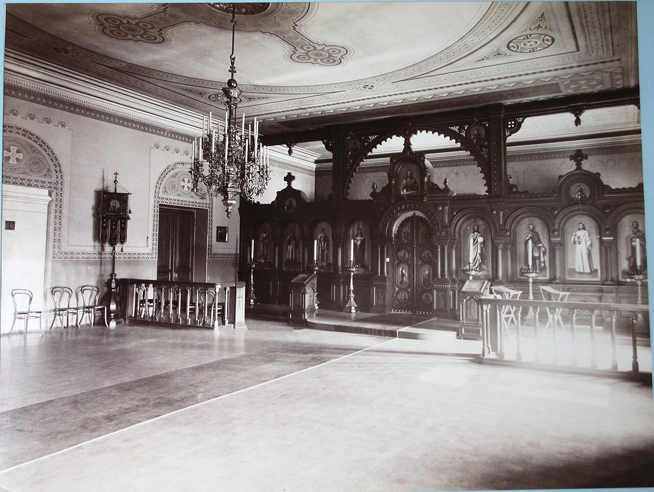02. Вид алтаря в церкви Второй Киевской гимназии