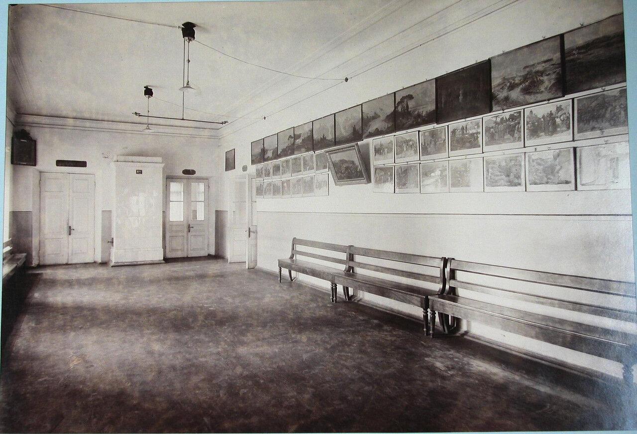 08. Вид части рекреационного зала Третьей Киевской гимназии