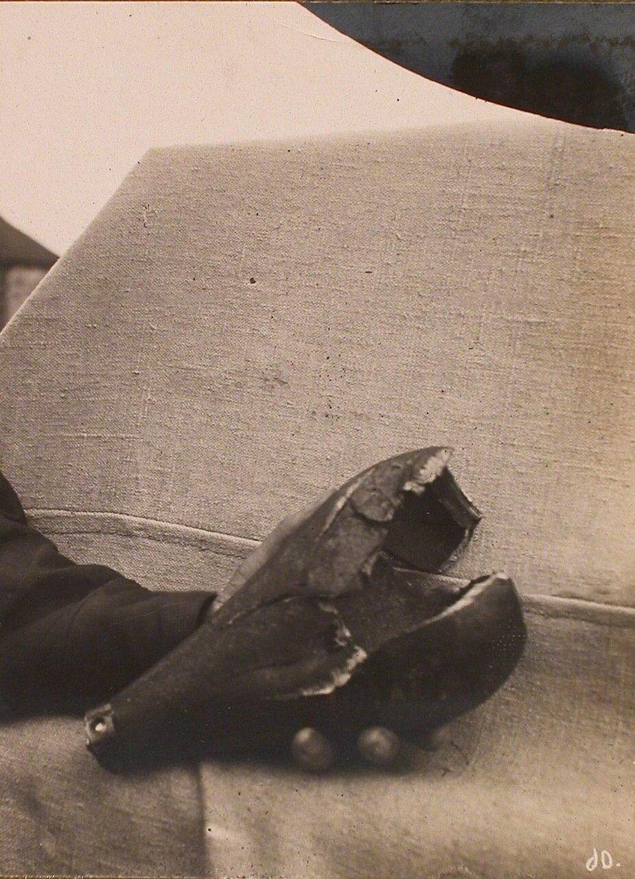 17. Одна из разорвавшихся бомб, брошенных с аэроплана возле здания штаба XIII армии. Ковель, 1915.jpg