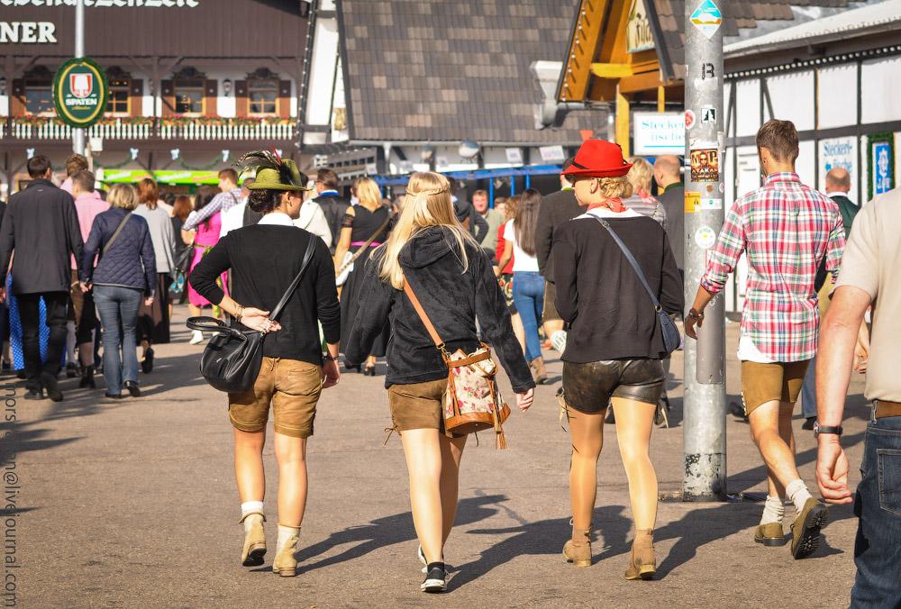 girls-Oktoberfest-(26).jpg