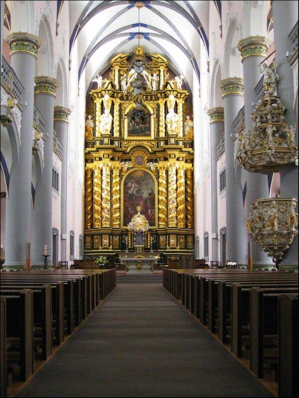 Церковь иезуитов в Падерборне, внутреннее убранство