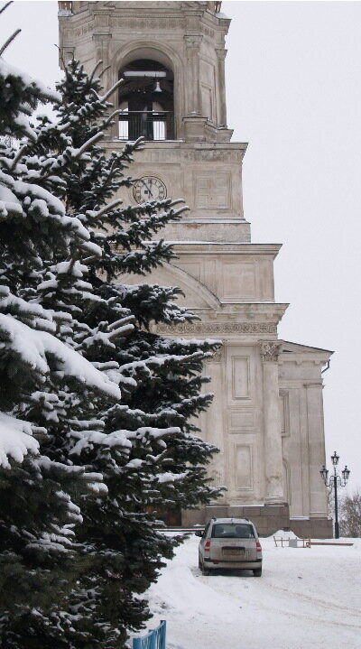 Около Воскресенского собора