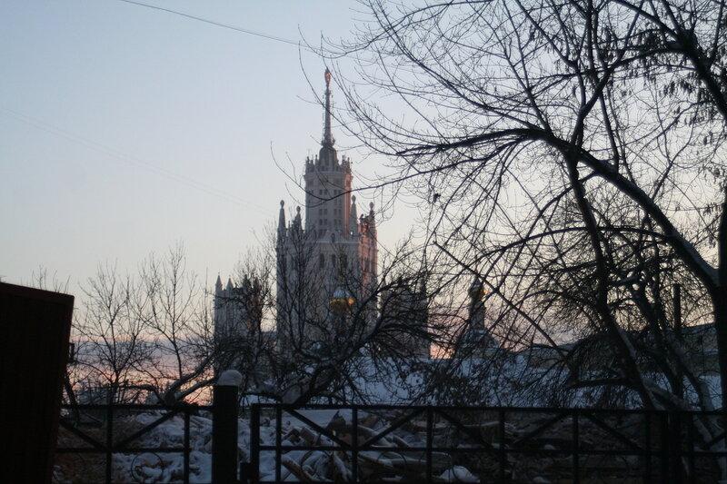 10 января 2010 года. Снос дома 11а по Подколокольному переулку.