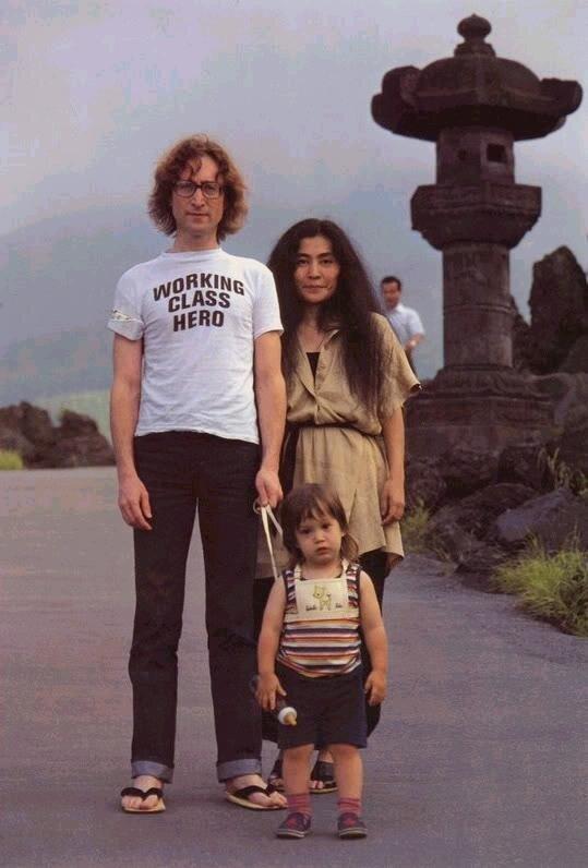 Famous People.John Lennon с семьей