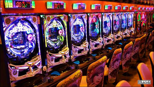Почему в Японии так много игровых и торговых автоматов?