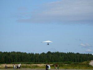 День воздушного флота на аэродроме в Кречевицах - взлёт дельтаплана