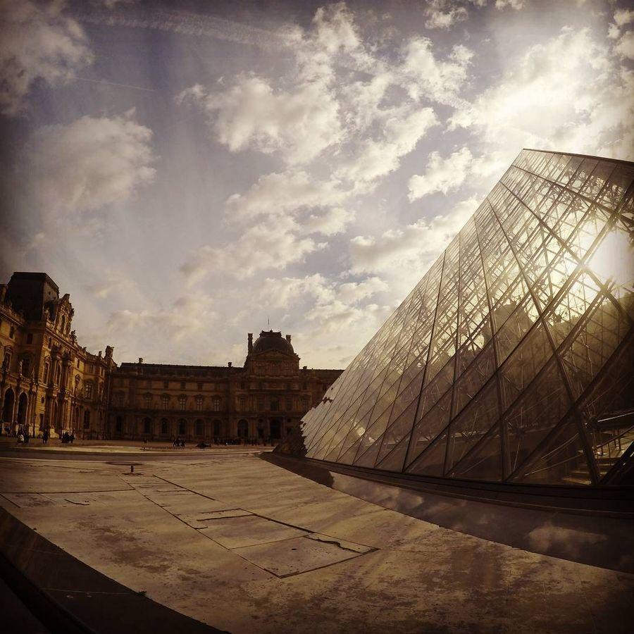 21. Лувр (Париж, Франция) Попытаться разгадать улыбку «Джоконды» через объектив смартфона — святая о