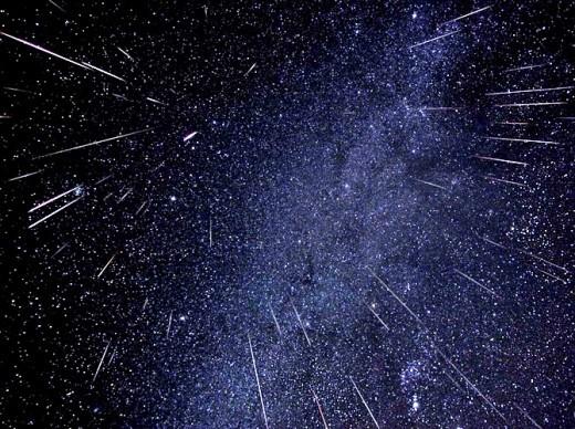 Москвичи увидят два метеорных потока
