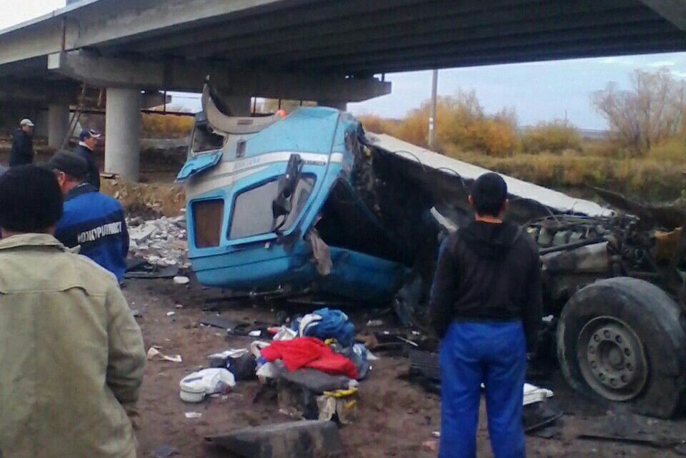 Награнице Башкирии фура рухнула состроящегося моста накран, есть пострадавшие