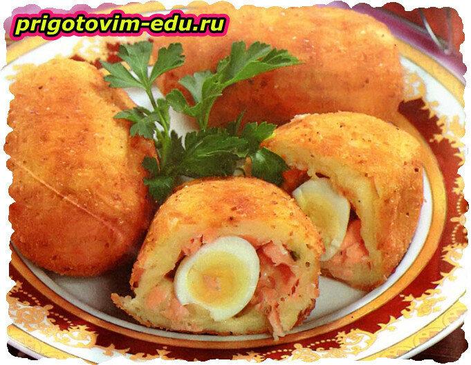 Картофель фаршированный перепелиными яйцами