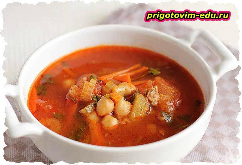 Сливочно-томатный суп с горошком и ветчиной