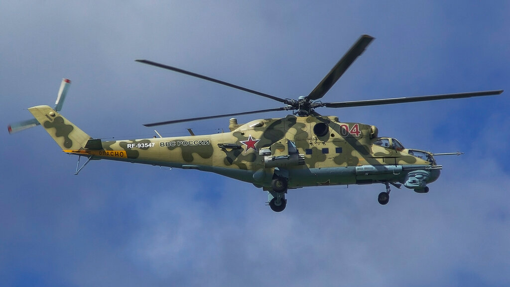 RF-93547 04RED MI24 Russian Air Force UUMB.jpg