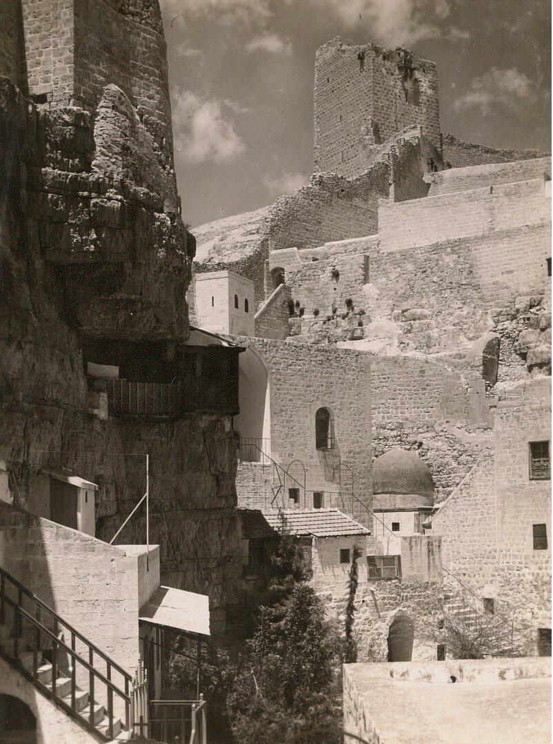 Кедронская долина. Монастырь Саввы Освященного. Вид на «Женскую башню» монастыря