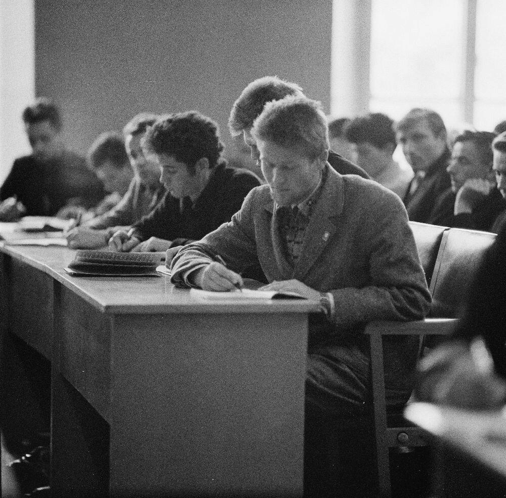 Казань. Казанский университет.  Студенты во время лекции
