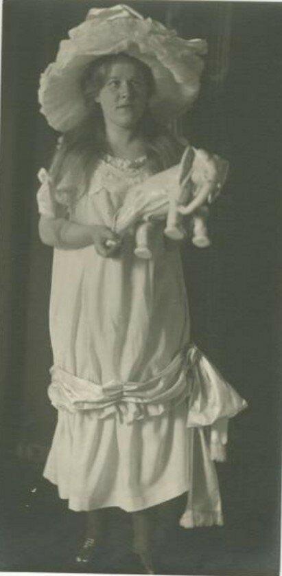 1920-е. Портрет девушки