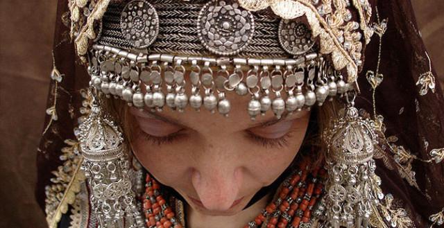 0 1293f2 40c313c0 orig Свадебные наряды невесты в разных странах (головной убор)