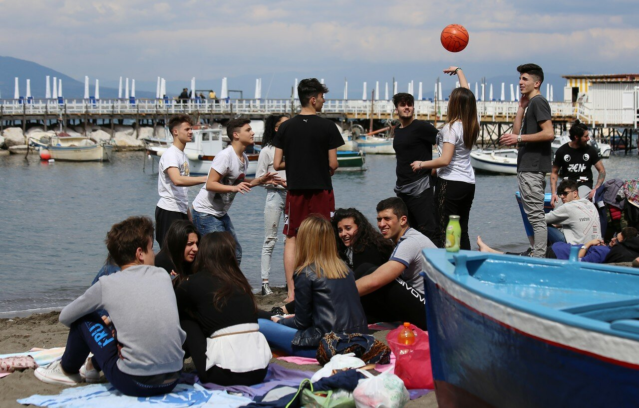 Sorrento. Pasquetta's picnic on the beach of Marina Grande
