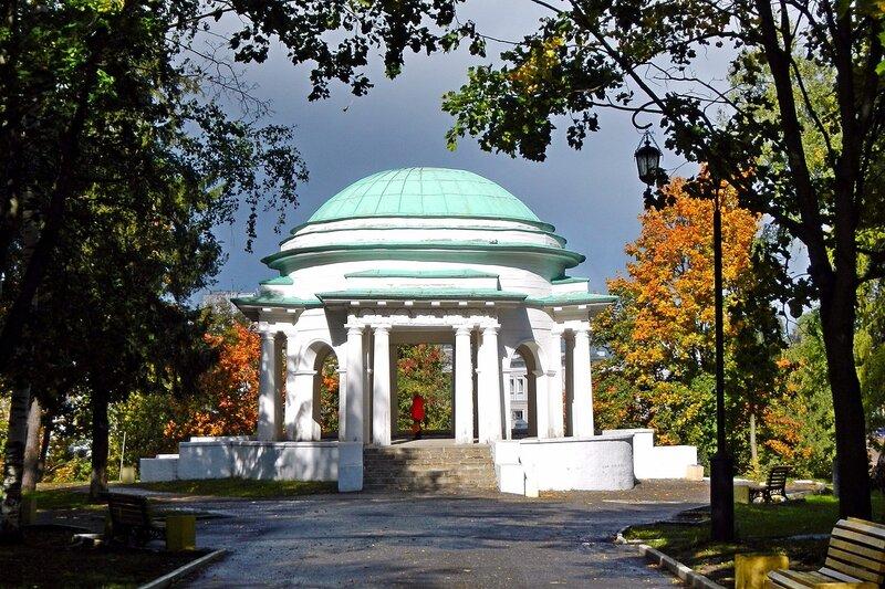 Осень в Александровском саду: центральная ротонда