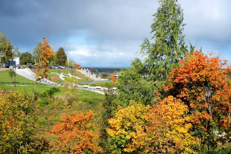Осень в Александровском саду: набережная