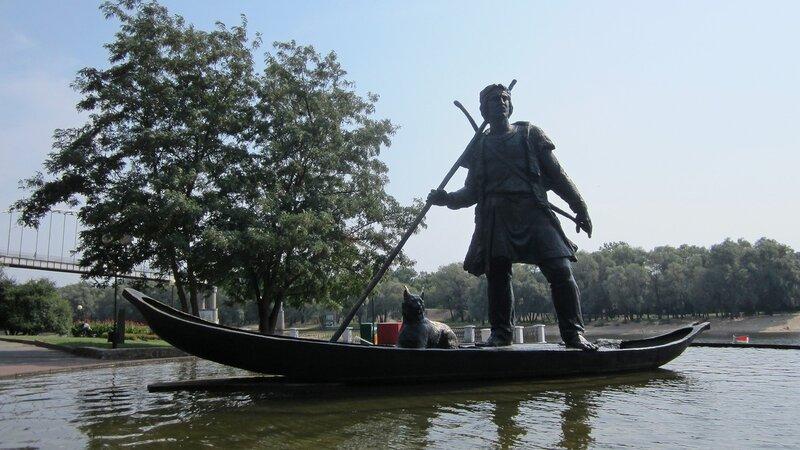 Гомель - памятник первопоселенцу.jpg