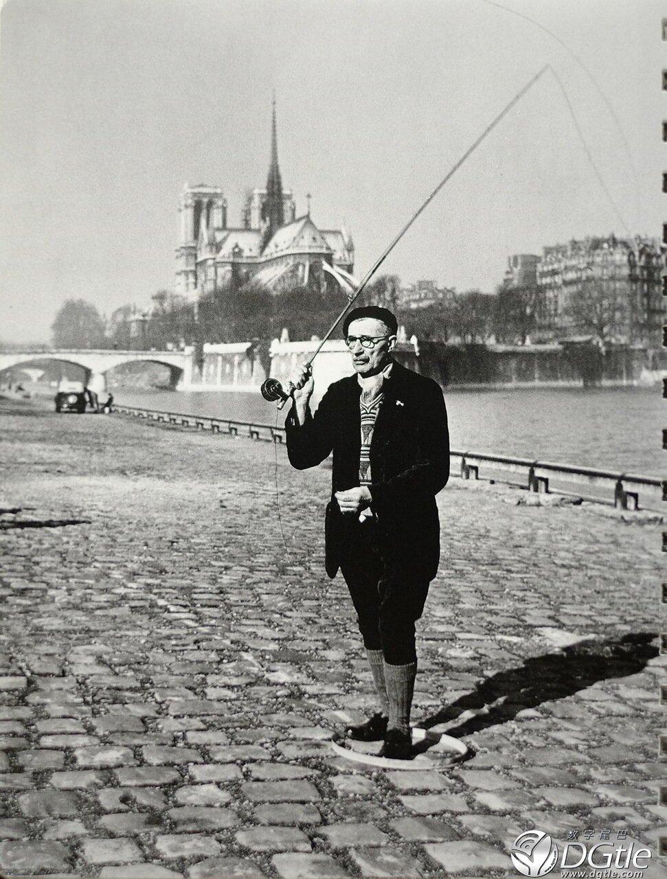 1951. Парижский рыбак на суше