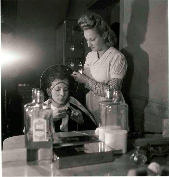 1944. Парикмахер