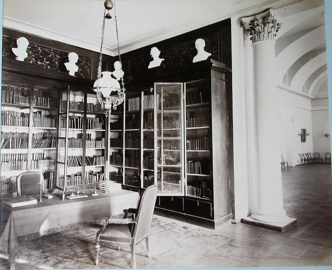 07. Вид части библиотеки Первой Киевской гимназии