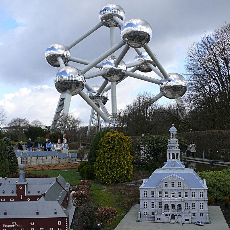 все перемешалось в королевстве бельгийском - гиганский атом и миниатюрные дома...