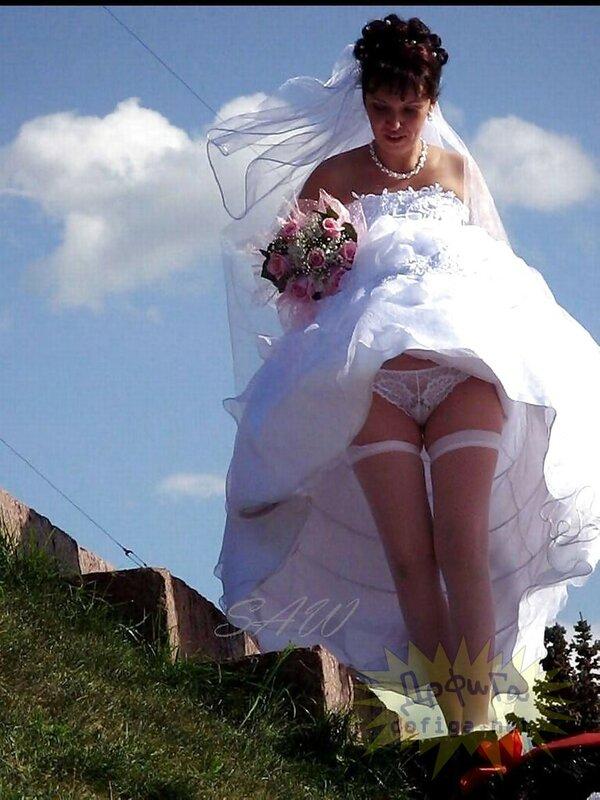 Невеста засветила под юбкой фото 803-275