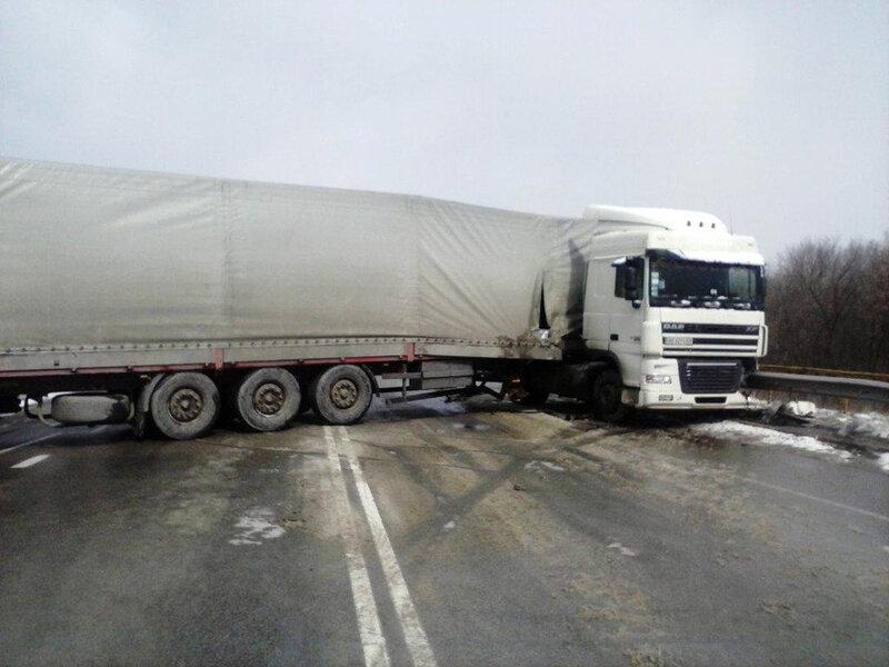 В Запорожской области фура перекрыла трассу (ФОТО)