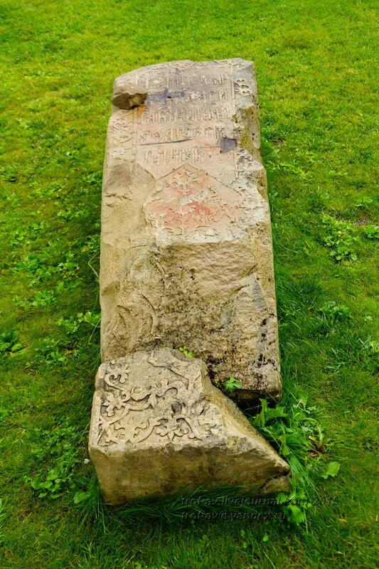 Старинные русские надгробия на территории Спасо-Преображенского монастыря Казанского кремля