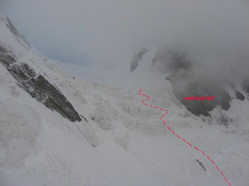 Утром 4 августа спустились с перемычки под второй ледопад перевала